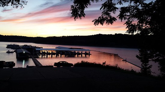Monticello, KY: Sunset on docks available with cabin rental.