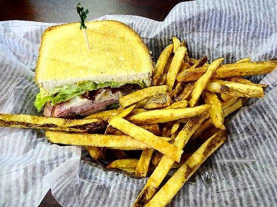 Wilkesboro, Carolina do Norte: ham and turkey club