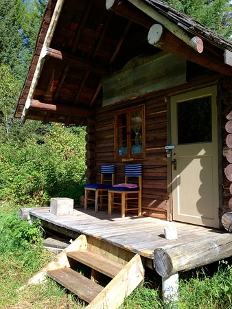 Skookumchuck, Καναδάς: The Warden's Cabin, our off-grid, candle-lit, wood stove retreat for four days equalled heaven!