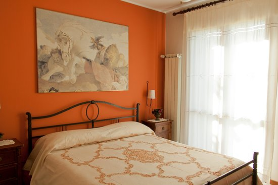 San Gregorio di Catania, Italia: Camera matrimoniale rossa