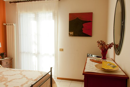San Gregorio di Catania, Itália: Camera matrimoniale rossa