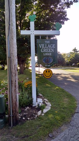 ‪‪Village Green Lodge‬: Sign at entrance‬
