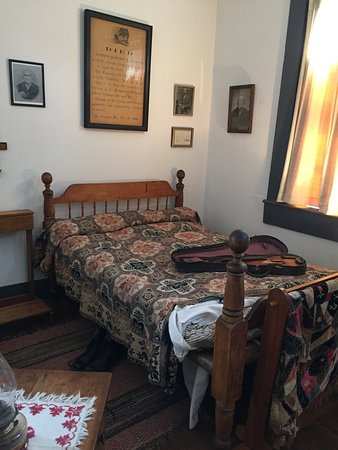 Saint Joseph, MO: Joseph Robidoux's bed, death notice and a list of interesting items found in room, all belonging