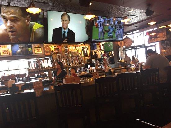 Taylor, MI: Bar area