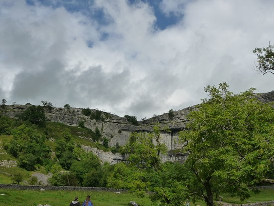 Malham, UK: View approaching the cove.