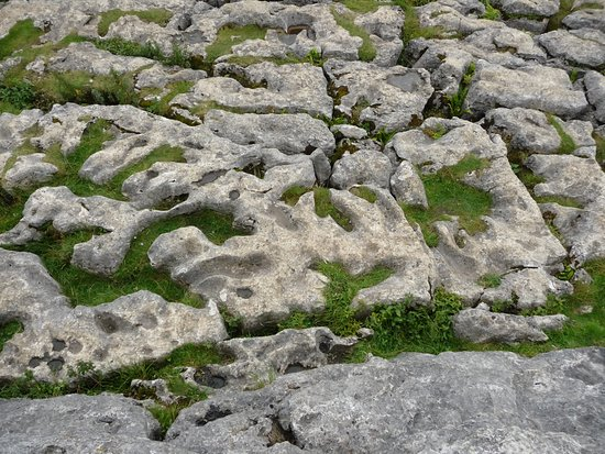 Malham, UK: The crazy stones on top of the cove.
