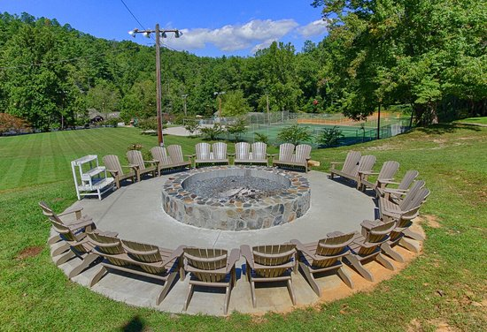 Fontana Village Resort: Public Bonfire Pit