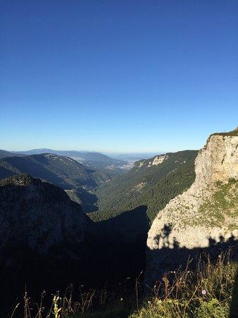 Couvet, Szwajcaria: La vue à 10 minutes du restaurant.