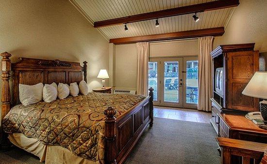 Fontana Village Resort: Cabana King Lodge Room