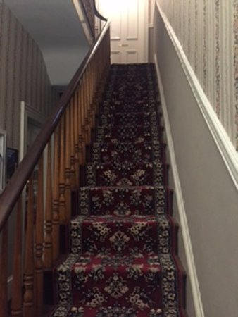 The Mason Cottage Bed & Breakfast Inn: Staircase