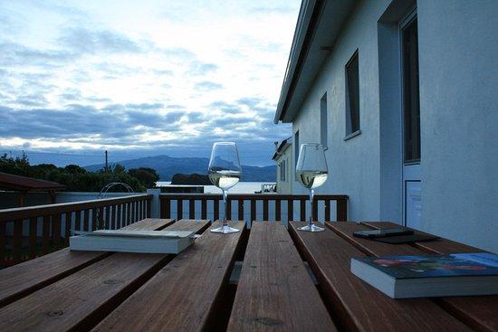 Madalena, Portekiz: Het terras bij de keuken