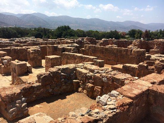 Malia, Grecia: 20 минут. Впечатляет в глобальном смысле, но не то чтобы надо заезжать специально