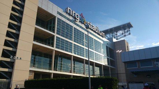 NRG Stadium: Fachada de dia.