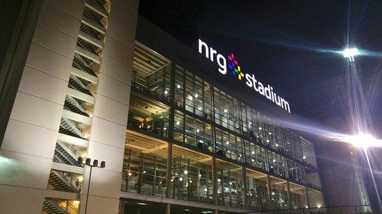 NRG Stadium: Fachada de noche 2