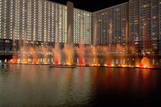 Laketown Wharf Resort: Light show