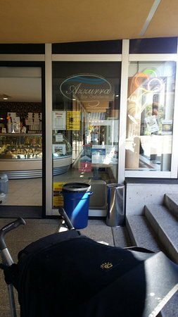 Azzurra Bar Gelateria: Certainly the best value for money for ice cream in interlaken. Loads of choices a bit tucked ou