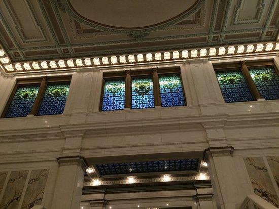 Kimpton Hotel Monaco Baltimore Inner Harbor: Tiffany Glass