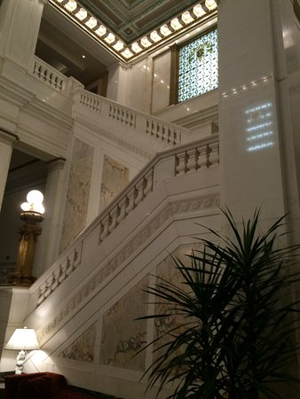 Kimpton Hotel Monaco Baltimore Inner Harbor: beautiful..saw two wedding photographers using the lobby for staging