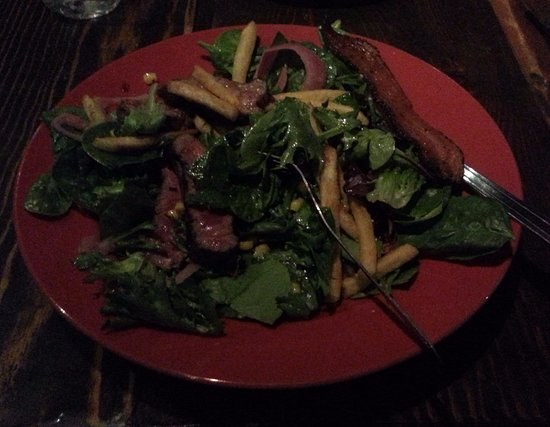 Kirkwood, Kalifornia: Mountain Man Salad with steak and fries