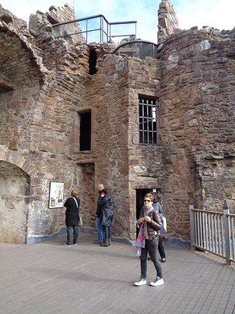 Drumnadrochit, UK: Tower Ruins in Castle