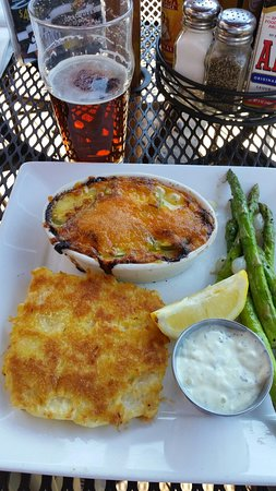 Grants Pass, Όρεγκον: Crusted Halibut @ Taprock Grill
