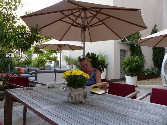 Der Wilhelmshof: Cooler Innenhof ... auch zum Frühstück geöffnet falls es nich gerade stürmt.