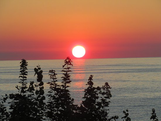 Virginia's Beach Campground: Sunset from the campsite across Lake Erie