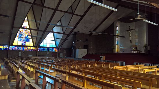 Soweto, Sør-Afrika: Pews at Regina Mundi Catholic Church