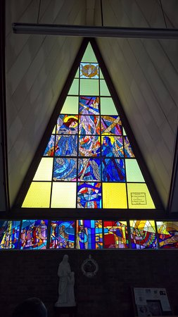 Soweto, Sør-Afrika: Stained glass with dove (peace) at Regina Mundi Catholic Church