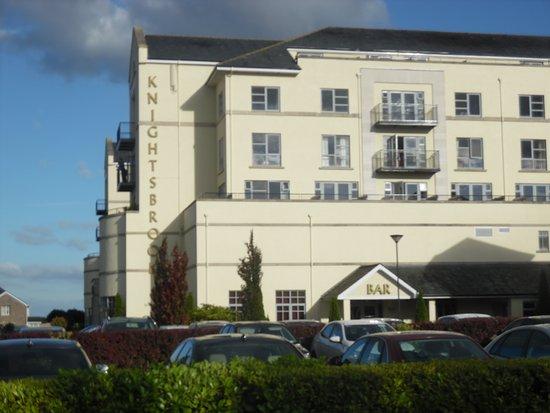 Trim, Irlandia: Side view balconies