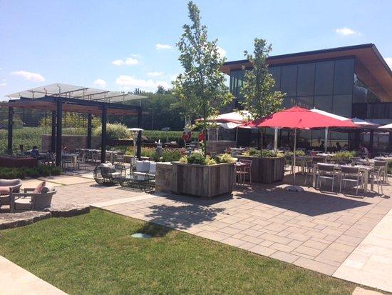 Beamsville, Καναδάς: Outdoor Patio Area