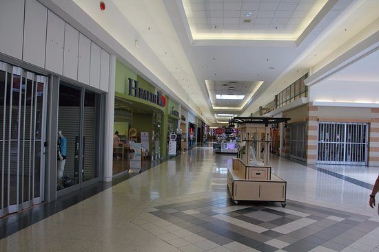 Welland, Canadá: As I enter into the Seaway Mall
