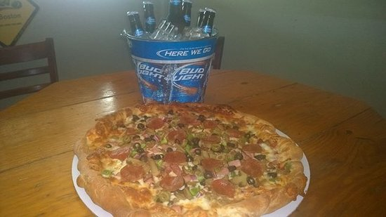 Cushing, OK: 16 inch pizza and a bucket of beer 🍺 $20.00