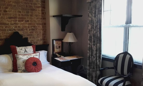 The French Quarters Guest Apartments: Fantastisk mysigt rum!!
