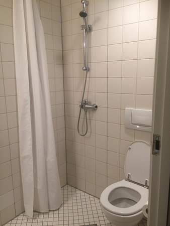 "Ibsens Hotel: The bathroom was a ""Wet Room"""