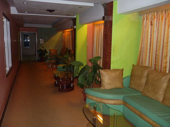 Hotel Anand Palace: Open seating area