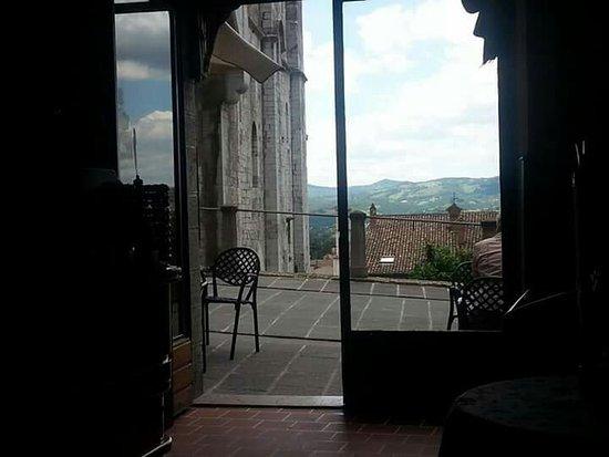 Gubbio, إيطاليا: La meravigliosa vista di una vineria nel centro di Gubbio