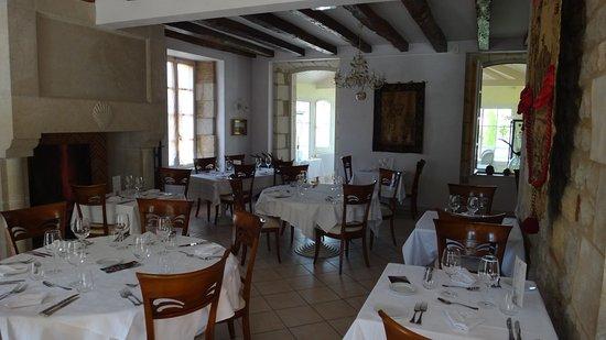 Anglars-Juillac, Frankrig: L'élégante salle à manger.