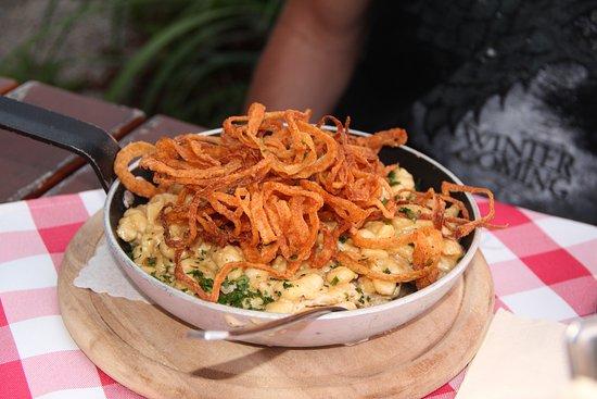 Deggendorf, Tyskland: Spätzele et ses oignons frits