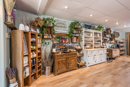 Cutchogue, estado de Nueva York: Visit our beautiful boutique ful of our handcrafted soaps, skin care, wellness and aromatherapy