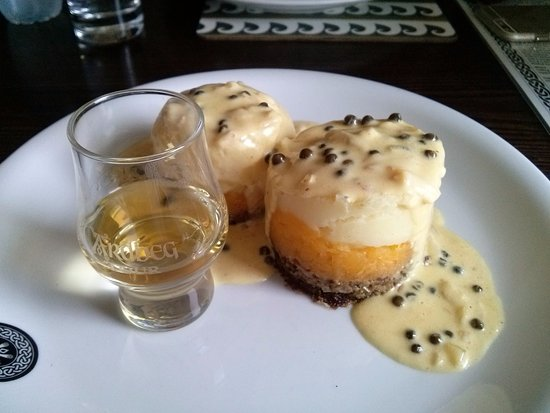 Port Ellen, UK: Haggis, neeps, tatties and a dram.