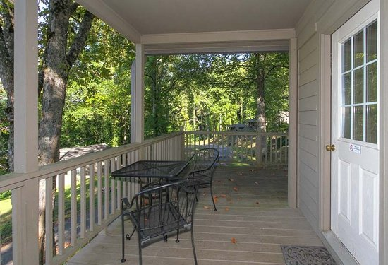 Fontana Dam, NC: Hemlock 3 Bedroom Porch
