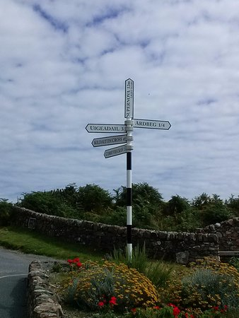Port Ellen, UK: Which way?