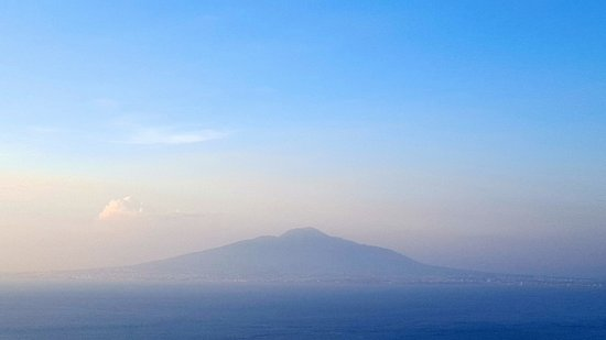 Il Nido Hotel Sorrento: Wake up to a view - Mt. Vesuvius.