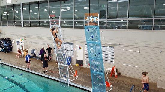 Corvallis, Oregón: Our new AquaClimb poolside climbing walls.