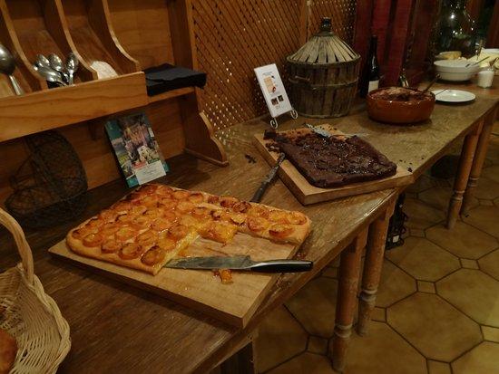 Dullin, Fransa: Les desserts aussi sortent tout juste du four