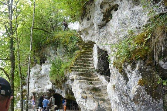 Roque Saint-Christophe Fort et Cite Troglodytiques: Escalier de pierre que l'on n'emprunte âs