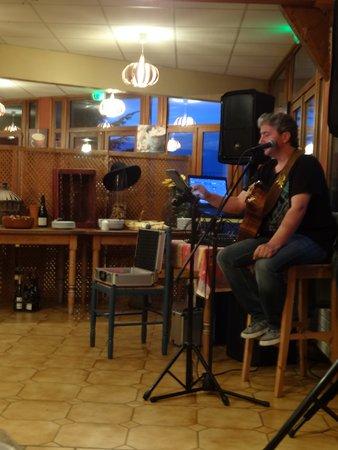 Dullin, Fransa: Un chanteur de très au vol !