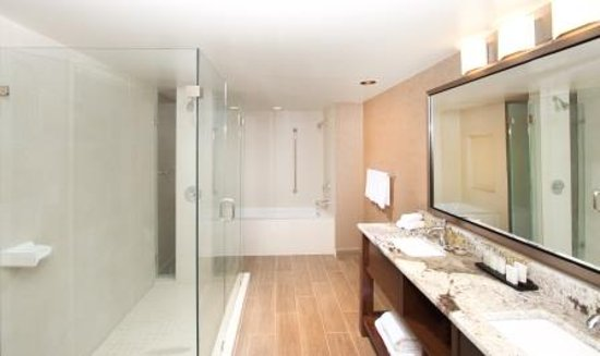 Blue Ash, OH: How great is the Bath in our Presidential Suite