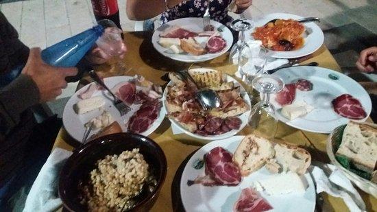 Sesto Campano, Italia: 20160820_225001_large.jpg